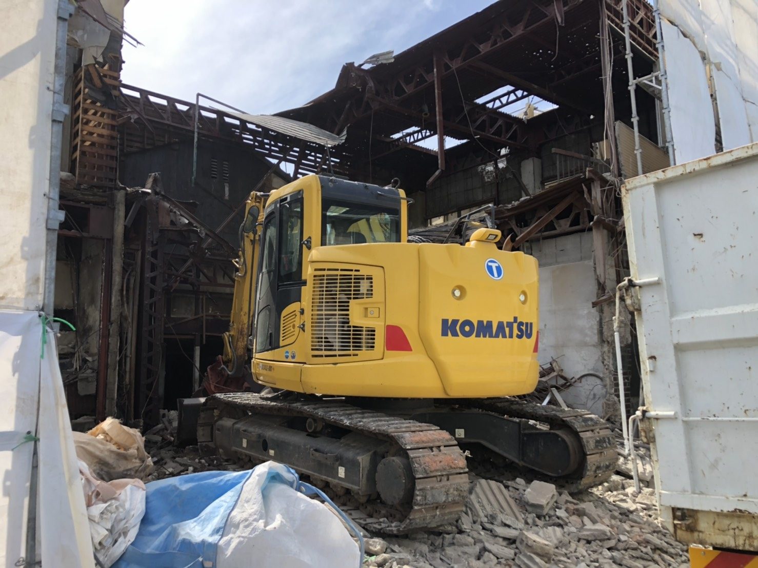 岡山市 三階建て鉄骨ブロック造解体・木造1部解体、庭撤去